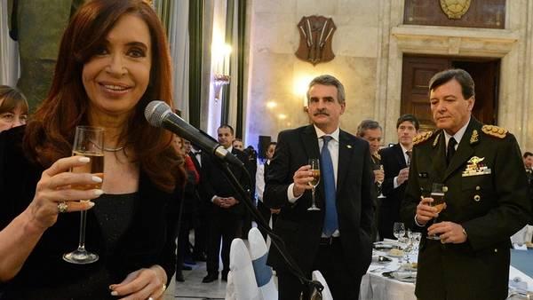 presidenta-milani-camaraderia-presidencia-nacion_claima20140825_0277_27